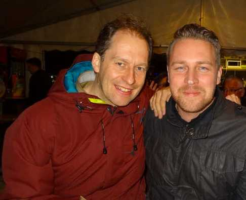 GFP:s ordförande Martin Pfeiffer och Sverigedemokraternas gruppledare Mattias Karlsson på ölfestival i Budapest.