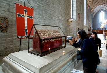 turistmagnet Birgittas kvarlevor som fördes hem från Rom lockar turister till Vadstena kloster. Under färden inträffade flera mirakler - blinda fick sin syn tillbaka och lama kunde gå - vilka gett skrinet stort symbolvärde.