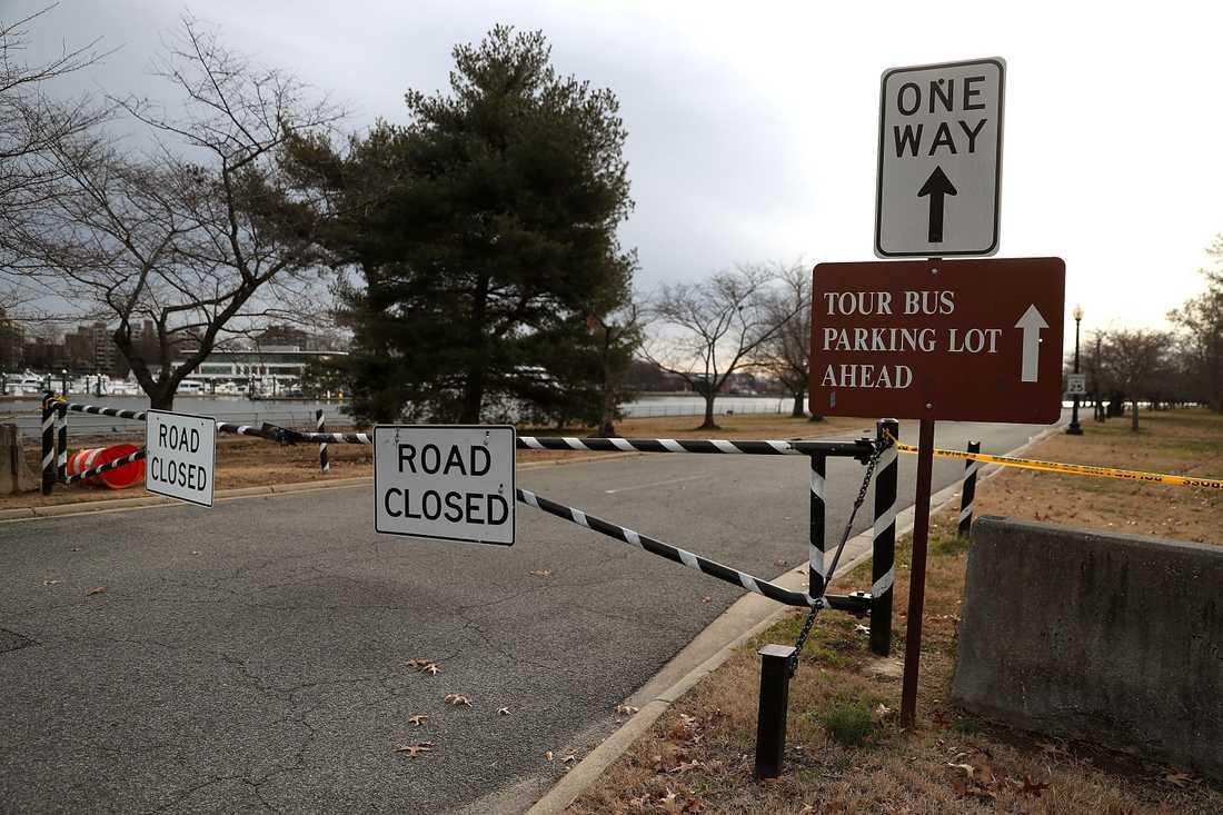 Vägen till Hains Point i East Potomac Park, Washington DC, är avstängd.