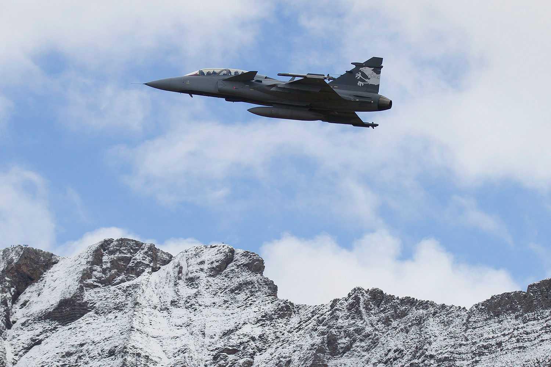 Ett Jas Gripen-plan under en flyguppvisning i Schweiz.