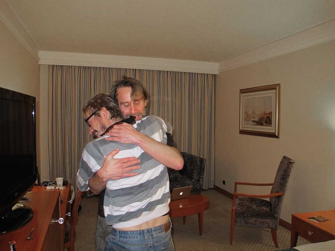 Magnus Falkehed och Niclas Hammarström återförenas på hotellet i Beirut, Libanon.