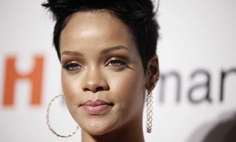 Rihanna slogs blodig av sin pojkvän Chris Brown.