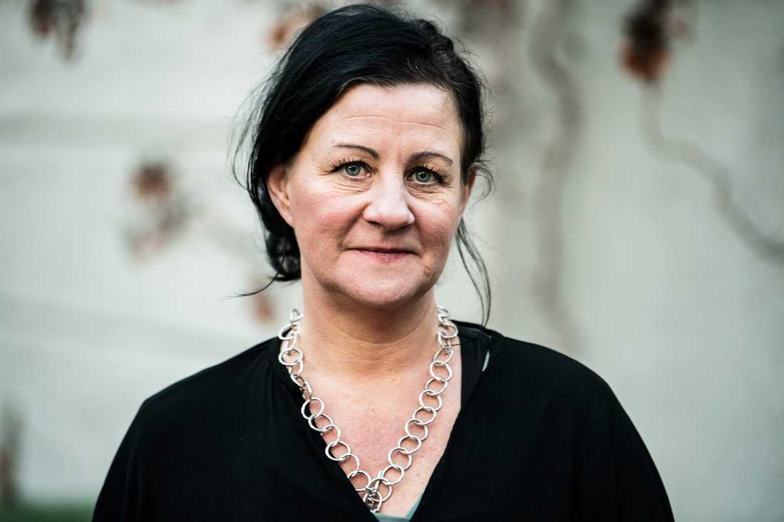 Anna-Karin Rybeck driver skyddat boende, och har tidigare varit verksamhetschef på en ideell kvinnojour.