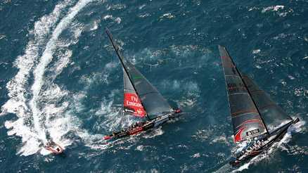 Alinghi snäppet före New Zealand i seglingsrysaren.