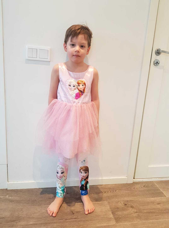 William, 6, gillar att klänning – något som vissa vuxna inte accepterar.