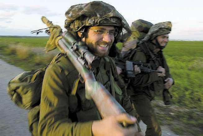 Israeliska soldater återvänder hem från Gaza.