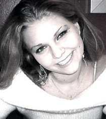 Jag heter Jelena är 19 år gammal och studerar sista året på Frans Schartaus gymnasium. På fritiden arbetar jag som bartender.