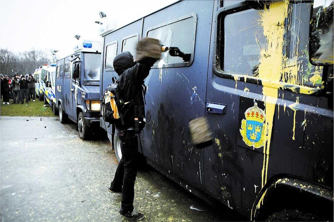 saboterat budskap Skadegörelse och stenkastning mot polisen förstörde Malmödemonstrationens egentliga mening.