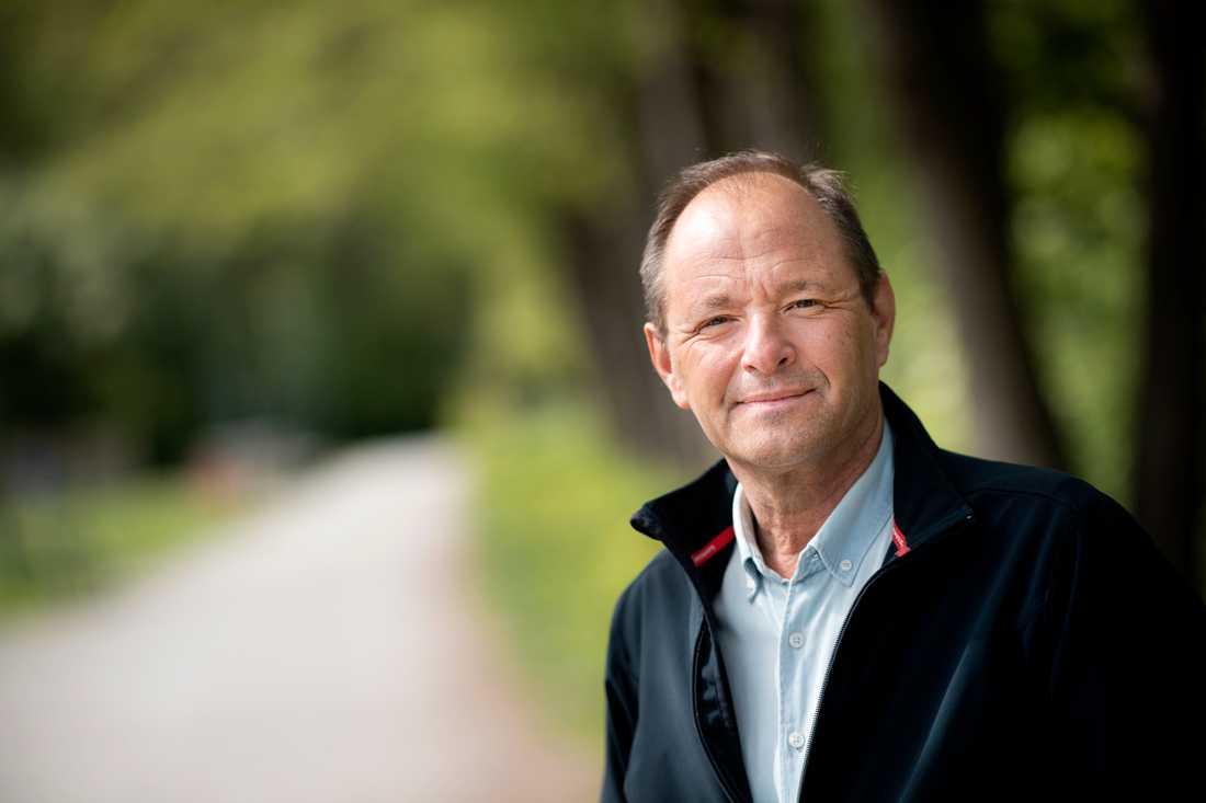 Professor Björn Olsen vill se kraftigare åtgärder för stoppa smittan.