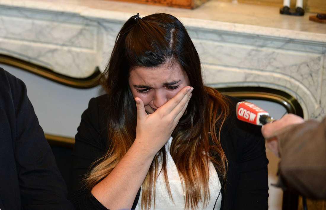 """""""För att de yngsta inte ska drabbad av det jag tvingats genomlida"""", sa 18-åriga Marie-Océane Bourguignon i måndags inför ett stort pressuppbåd på ett advokatkontor i Bordeaux."""
