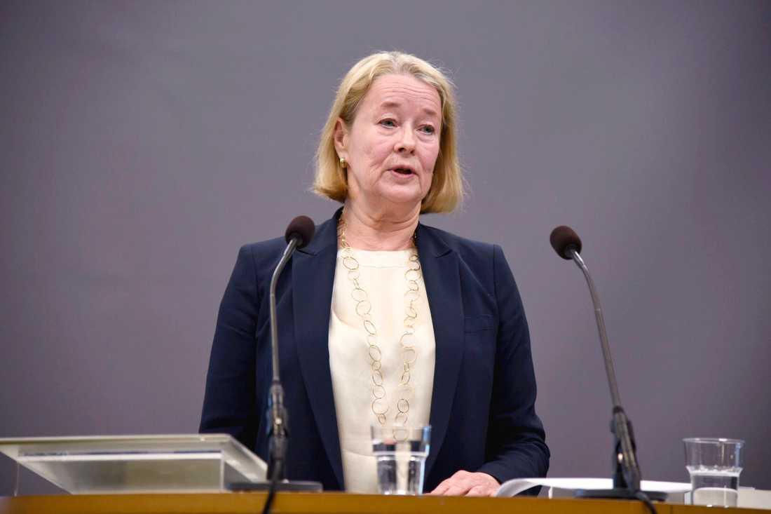 Utredaren Inga-Lill Askersjö presenterar ID-kortsutredningen i under en pressträff i Rosenbad i Stockholm.