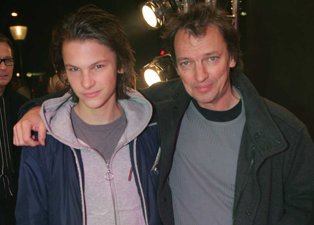 En 15 år gammal Albin Ekdal med pappa Lennart.