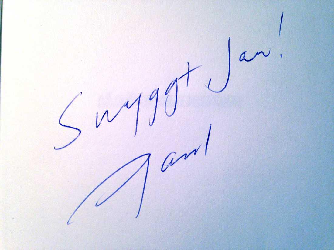 "Jan Guillou fick boken signerad av Paul Frigyes. ""En bibliofil raritet"", säger Guillou."