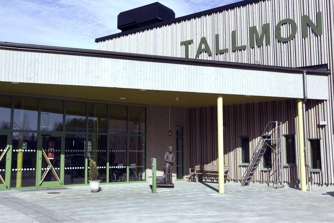 På äldreboendet Tallmon i Älvkarleby dog några av de första äldre i Sverige i Covid-19.