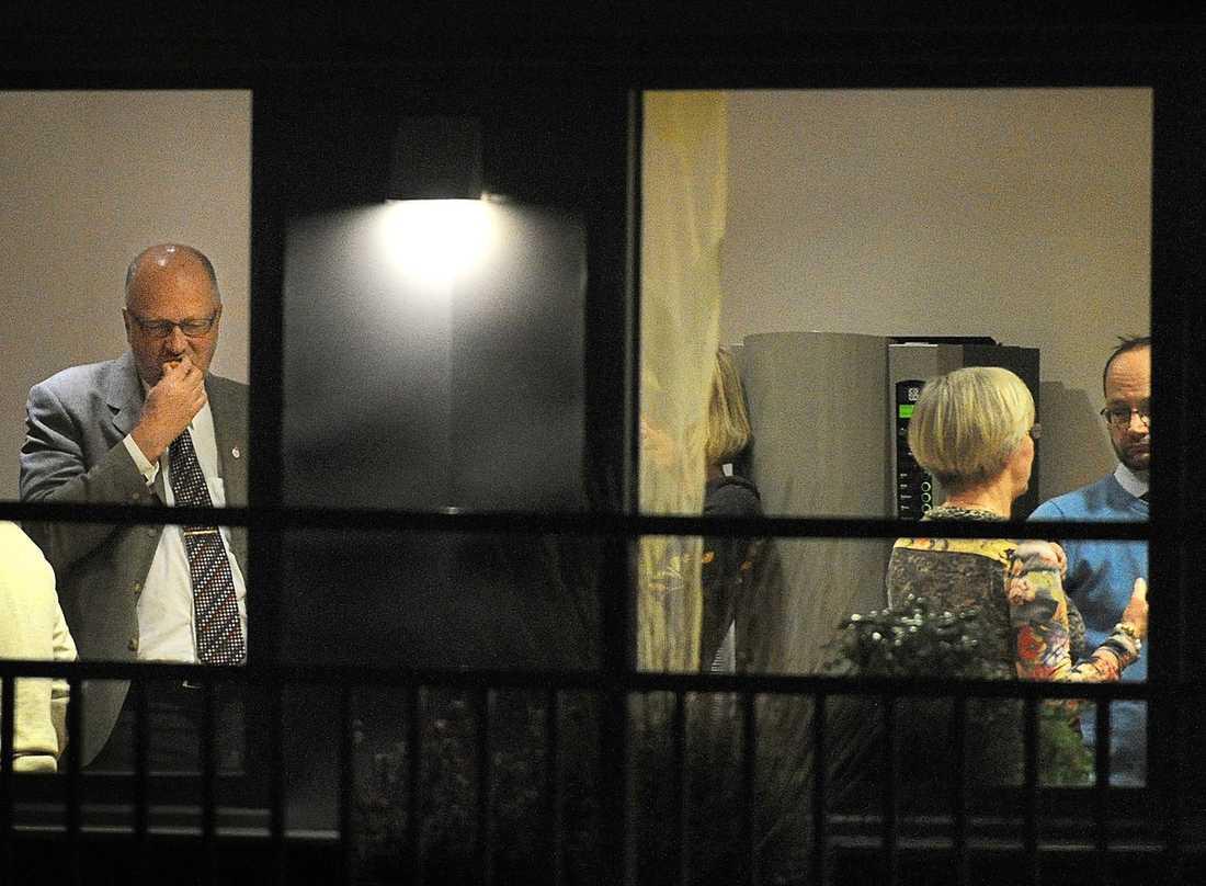 GALLERISPEL Under VU:s marathonmöte upprepades avgångskravet på Håkan Juholt gång på gång. Både Sven-Erik Österberg och Wanja Lundby-Wedin har varit mycket kritiska till partiledaren. Enligt källor till Aftonbladet var Lundby-Wedin mest pådrivande i att få bort honom. En som dock stöttade Håkan Juholt in i det sista var Tomas Eneroth.