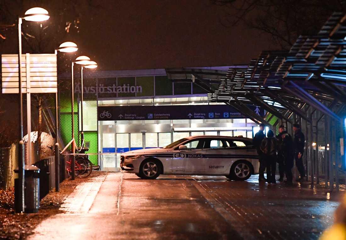 Enligt vittnesuppgifter till TT avlossade gärningsmannen sju till åtta skott.