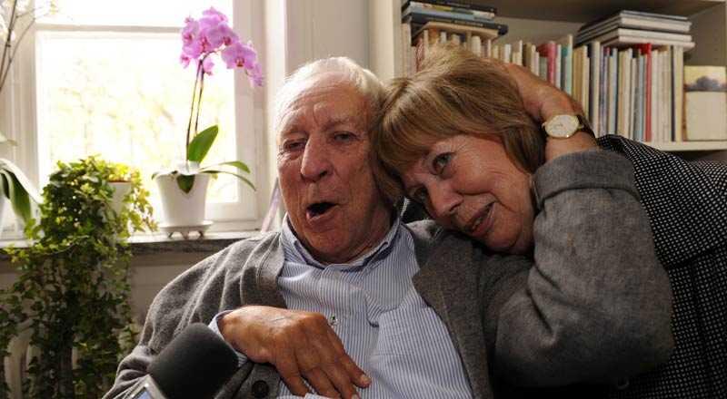 Äntligen! Årets Nobelpris i litteratur går till den svenska poeten Tomas Tranströmer. Här tillsammans med hustrun Monica Bladh.