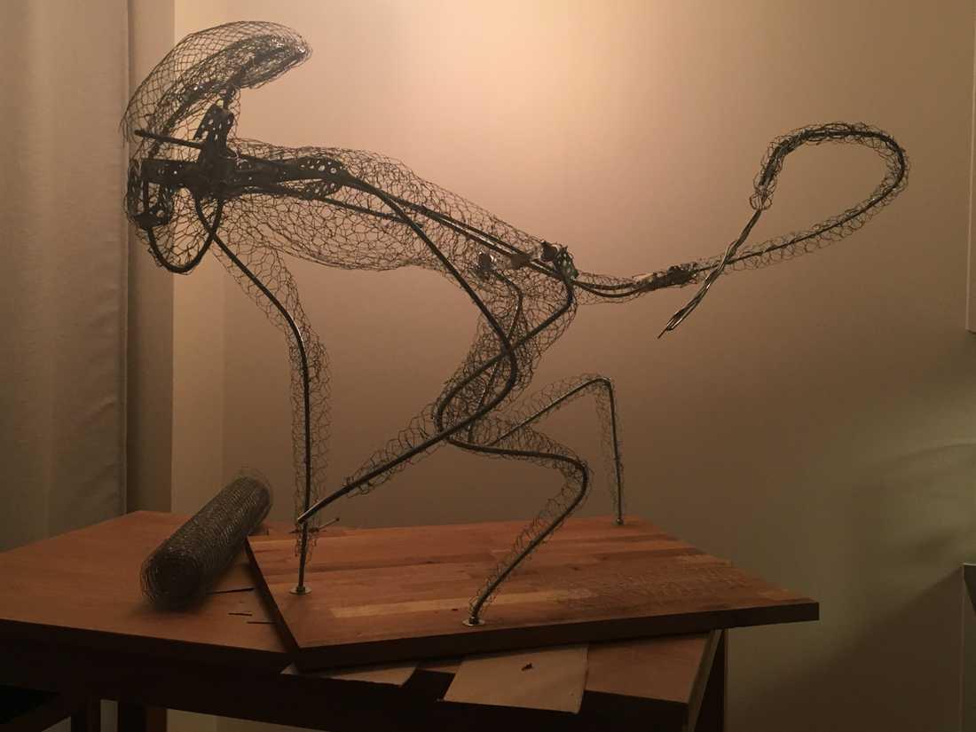 Caroline Eriksson har byggt en replika av Alien, i pepparkaka.