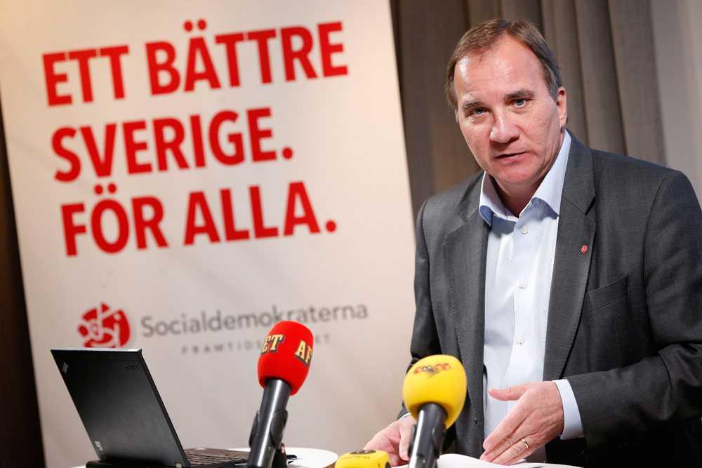 Stefan Löfven presenterar en nyhet ur Socialdemokraternas valmanifest.