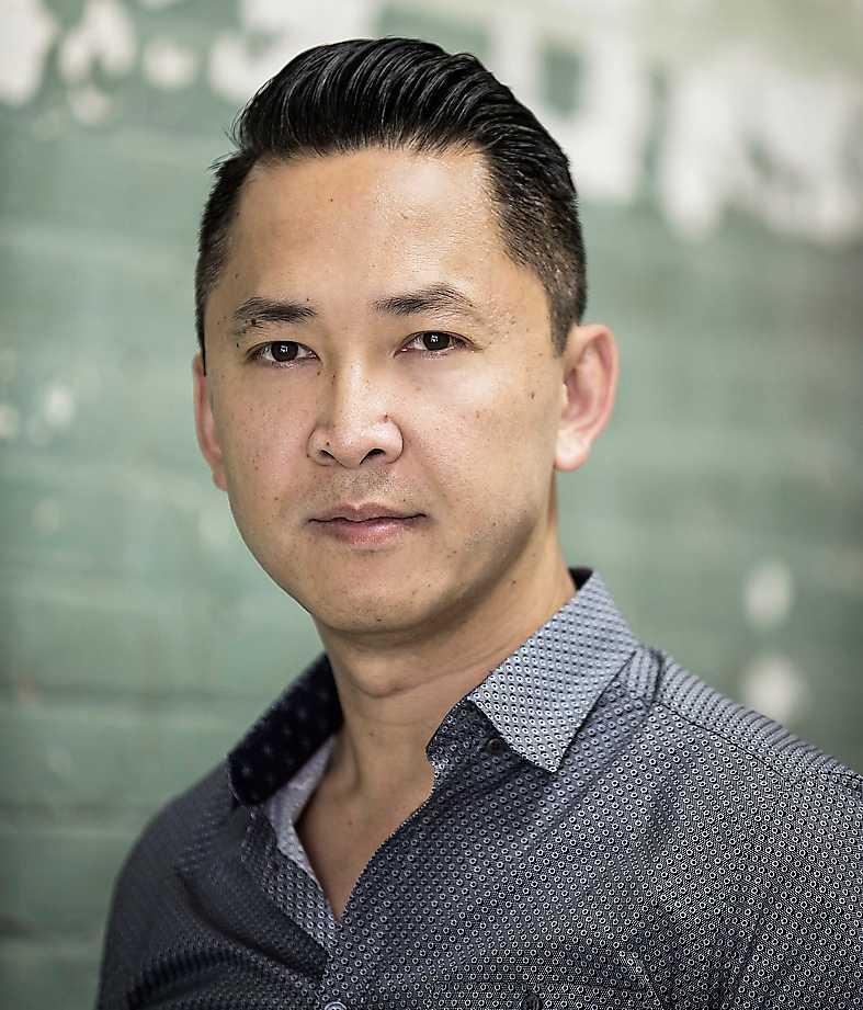 """Viet Thanh Nguyen fick Pulitzerpriset för romanen """"Sympatisören"""" 2018."""