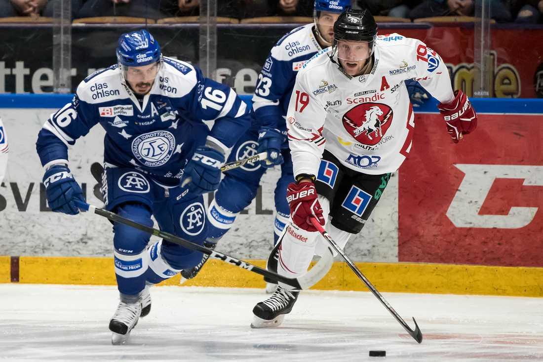 Simon Mitman i Vita Hästen-dressen i Hockeyallsvenskan.