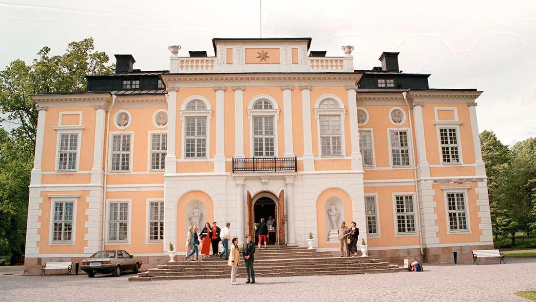 Nu blir Carola nästan granne med Steninge slott norr om Stockholm.