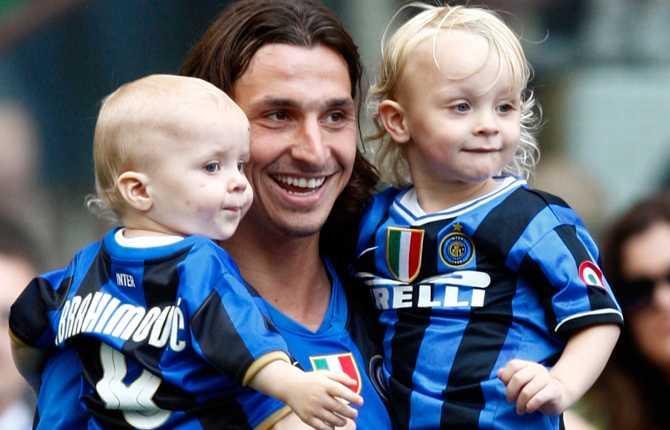 En härlig bild med barnen efter sista riktiga tävlingsmatchen i Inter och efter att ligaguldet åter bärgats.