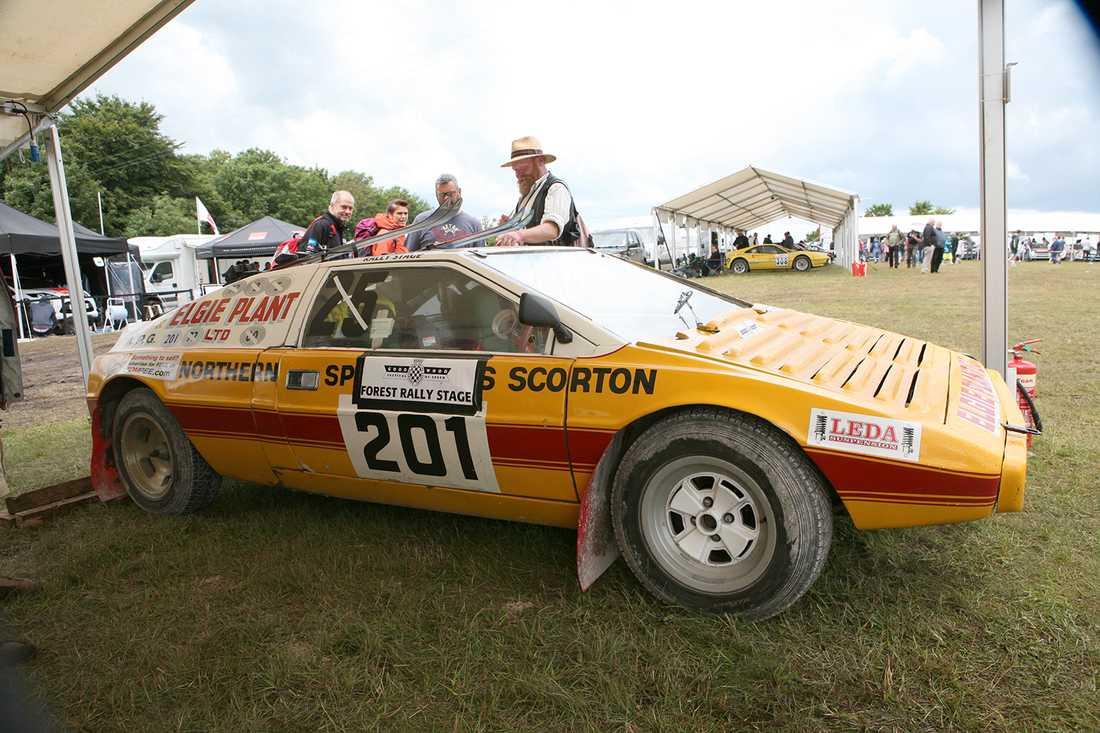 Udda på vägarna, unik inom rally. En rallykonverterad Lotus Esprit.