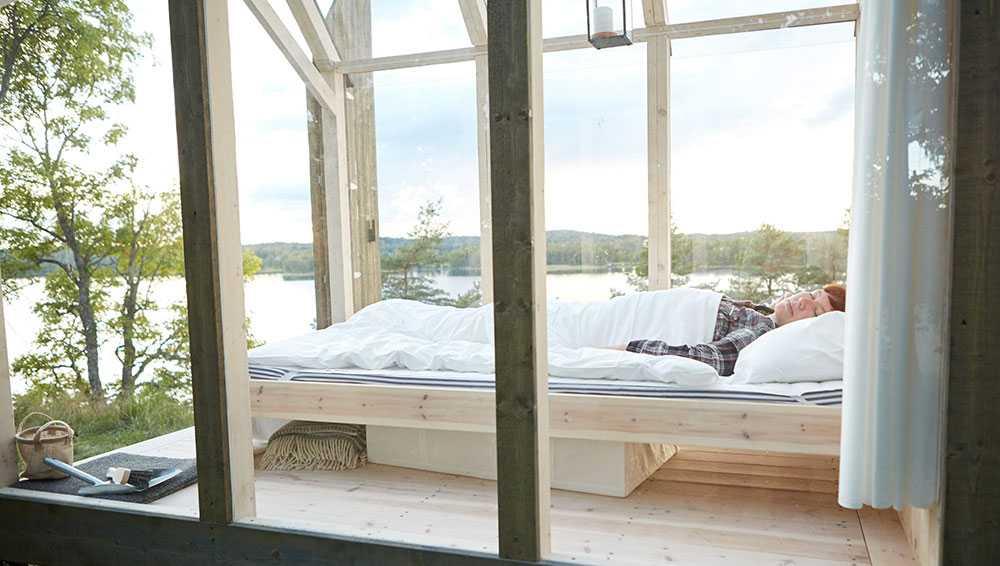 Sov under stjärnorna i stugan med glastak.