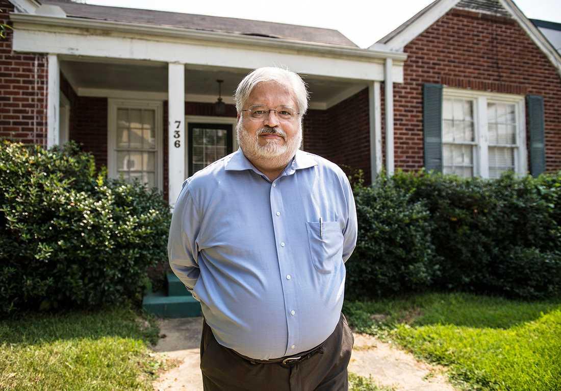 """""""MAN MÅSTE TA BILEN"""" Warren Yoder arbetar för att barn ska få rätt kost. Sin egen övervikt skyller han på att han inte rör sig tillräckligt."""