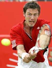 Ryssen Marat Safin är en av favoriterna till slutsegern i Wimbledon efter segern mot Djokovic.