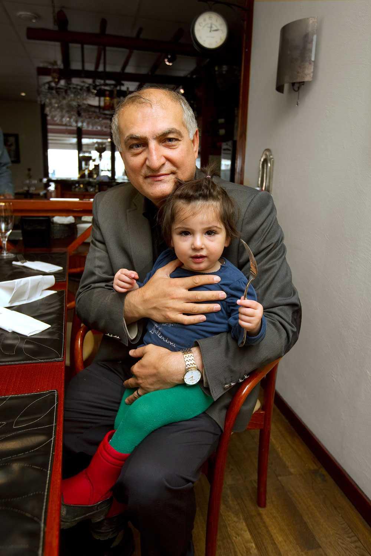 Sehmus Yenigün med dottern Elif.