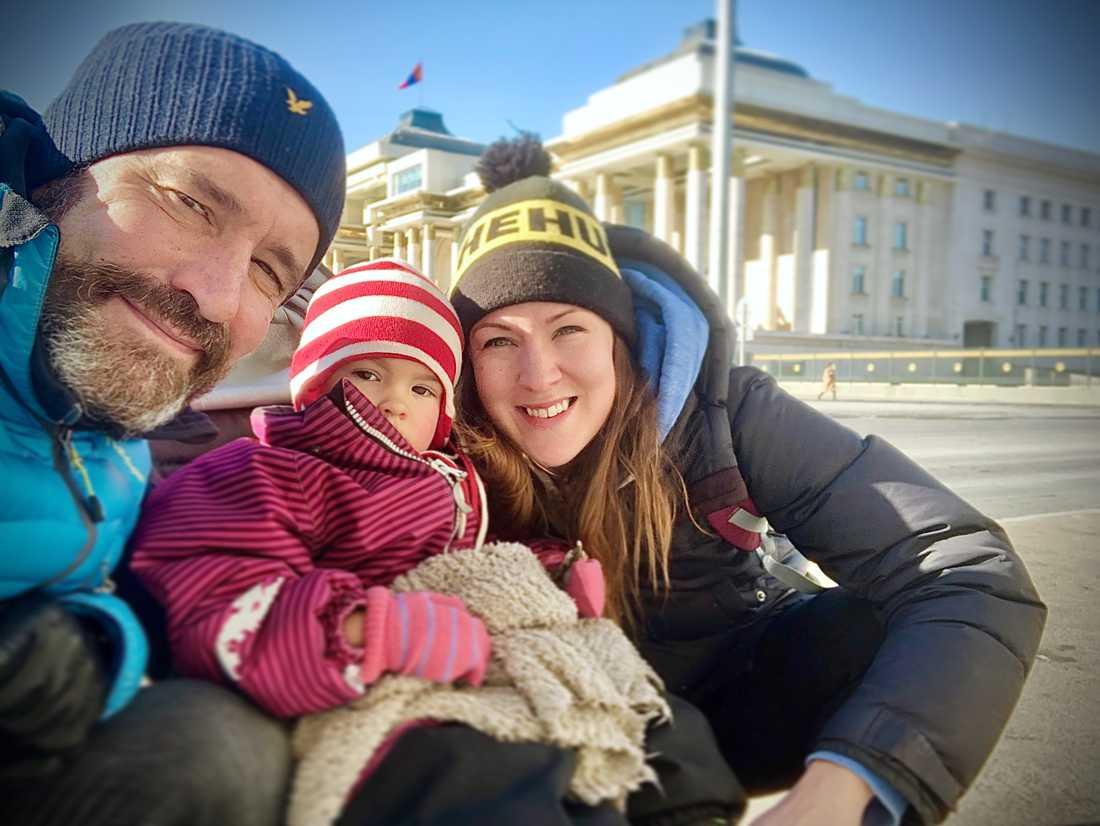 Chris Whitman, Mikaela Baggström och deras dotter Nikki stannade i Mongoliet längre än planerat.