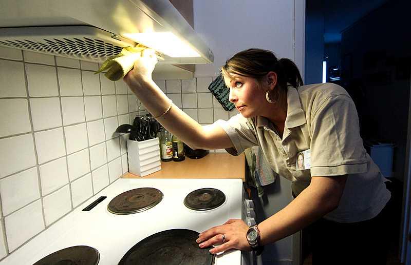 Ellinor Hansson, 30, har varit arbetslös sedan augusti. För två veckor sedan fick hon jobb - tack vare Rut-avdraget.