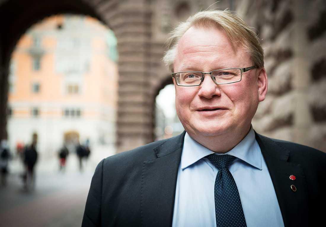 Försvarsminister Peter Hultqvist (S), 57