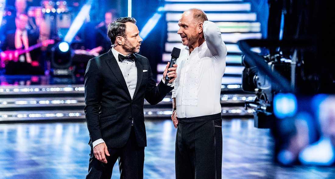"""Hellenius gräver långt ner i brallan. Under bältet-humorn flödar i TV 4:s """"Let's dance""""."""