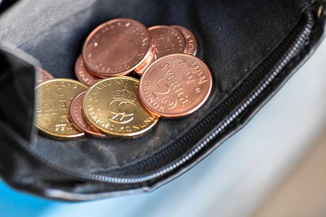 Riksbanken överväger att införa en elektronisk version av vår valuta, kallad e-krona. Bakgrunden är att andelen kontanta betalningar i handeln minskat kraftigt. Arkivbild.