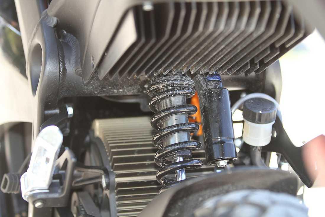 Elmotorn kyls av aluminiumflänsar.