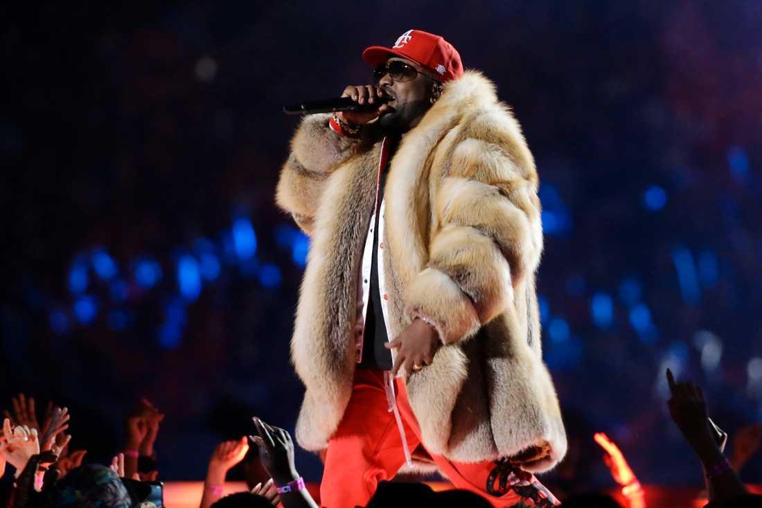 Big Boi från Outkast uppträder på Super Bowl.