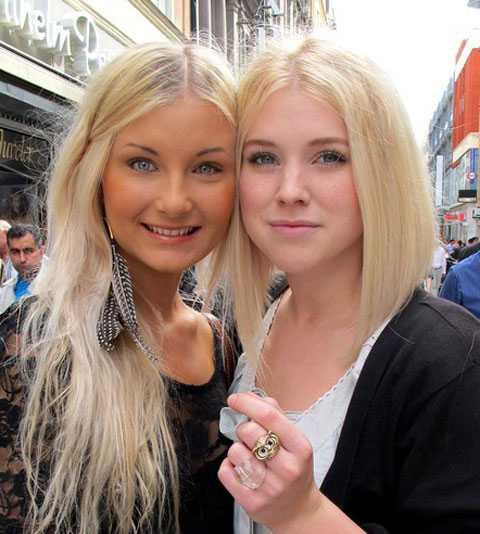 Bästisarna Amanda Hansson och Sofia Arfwidsson i Stockholm hittade varandra på en mattelektion när de upptäckte att de skrev med vänsterhanden båda två.