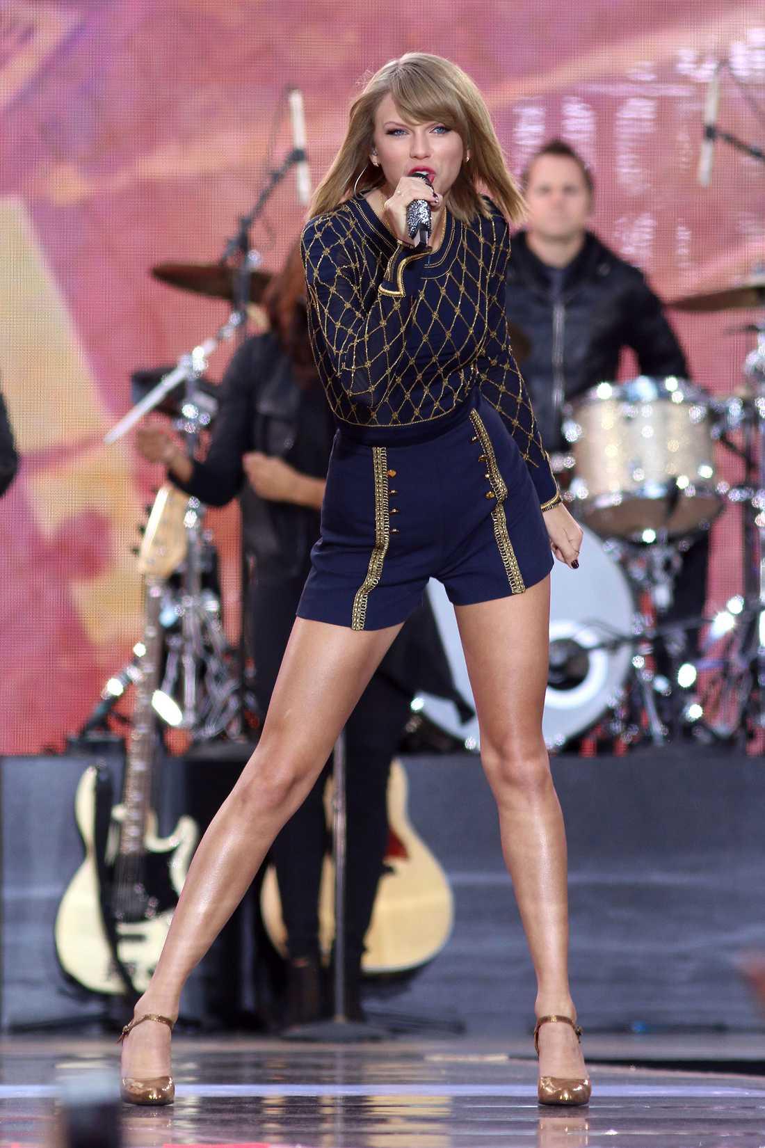 Taylor Swifts skivbolag påstår nu att Swift tjänat drygt 3,8 miljoner kronor på Spotify de senaste 12 månaderna, efter att Spotify gått ut med att en artist i hennes storlek kunde räkna med att få in över 47 miljoner kronor i år.