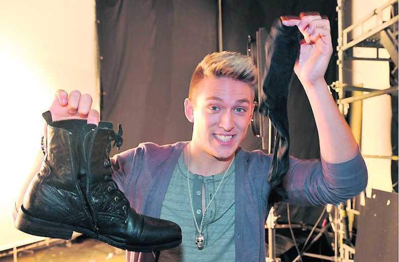 Danny med sina blöta skor.