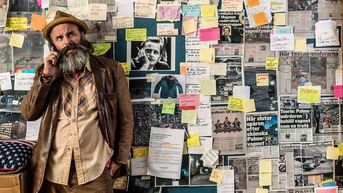 """Schiaffino Musarra spelar George English som försöker lösa Palmemordet i """"We got this"""". Pressbild."""