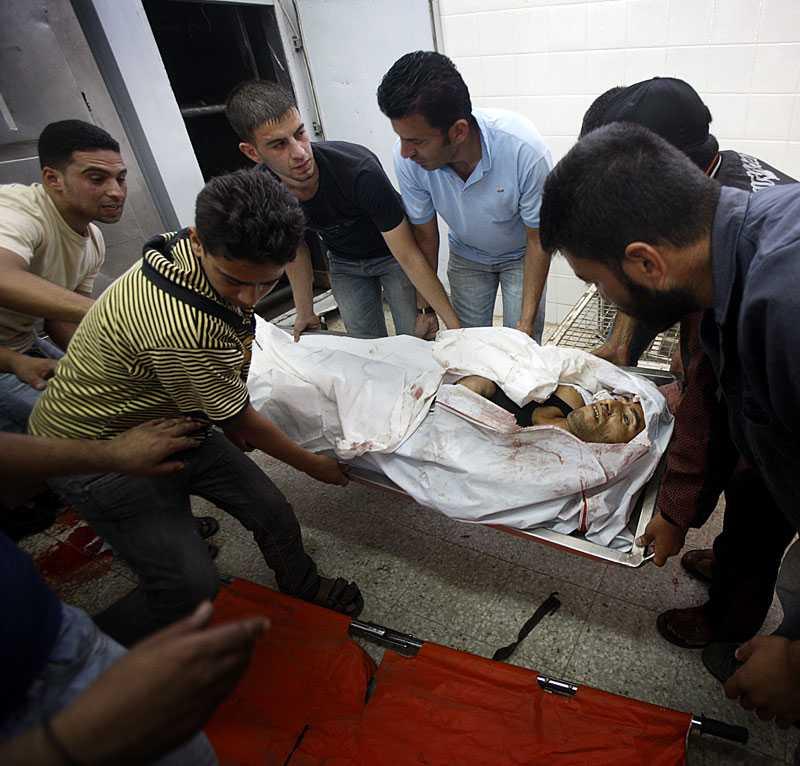 Männen hämtar Naels kropp på bårhuset, lastar in honom i en minibuss och kör hem till familjen för att de ska få ta farväl.
