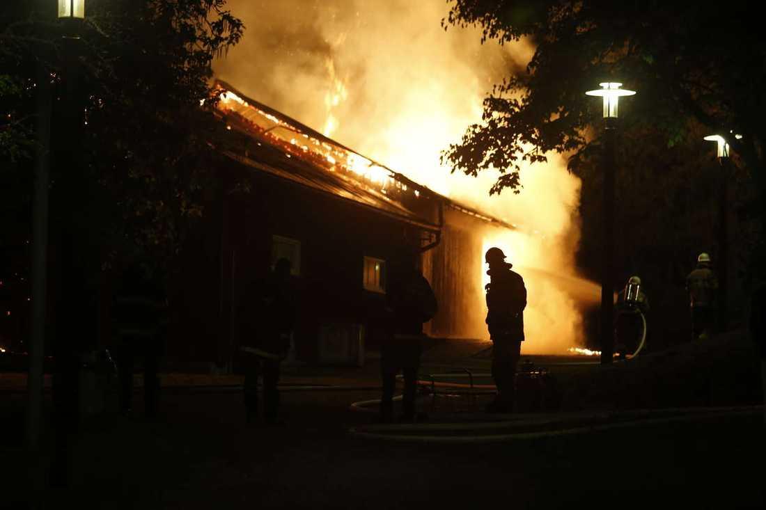 Husby gård som stacks i brand natten till onsdagen