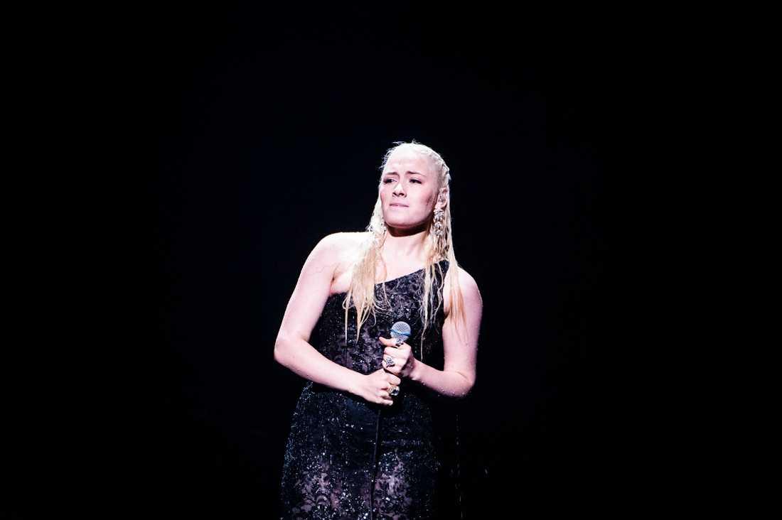 Wiktoria Johansson tvingades mima sig igenom genrepet