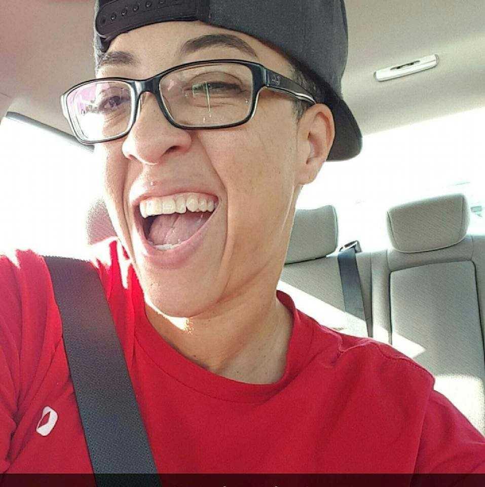 Kimberly Morris, 37, hade alltid ett leende på läpparna, var ett fan av basket och kamsportstränade. För två månader sedan flyttade hon från Hawaii till Orlando för att kunna hjälpa sin mamma och mormor.