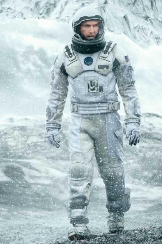 """""""De kommer drunkna i sina mödrars tårar"""" påminner om """"Interstellar"""" men har inget med rymden att göra."""