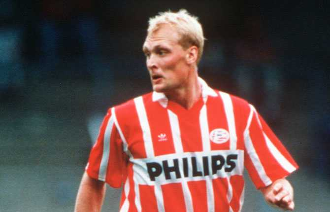 Efter Belgien blev det Holland och en kort sejour i PSV Eindhoven, 1993-1994.
