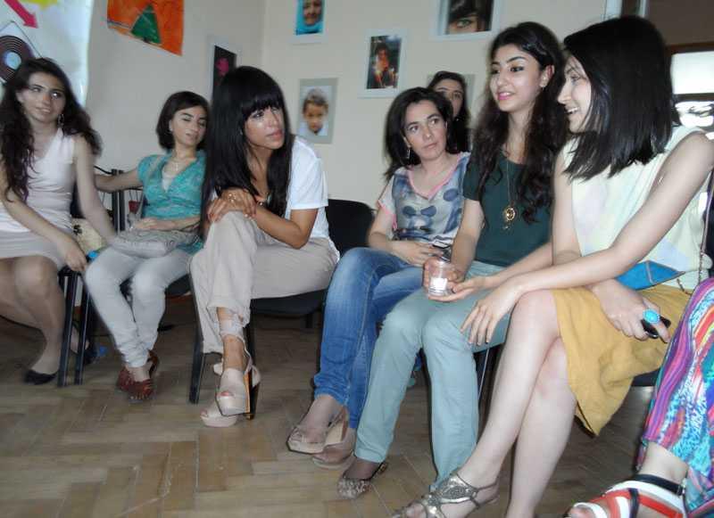 Loreen träffade bland andra människorättsgruppen Yuva i Baku, Azerbajdzjan.
